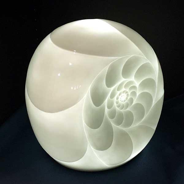 白磁テーブルランプ アンモナイト