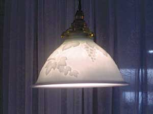 白磁ランプ 葡萄文様
