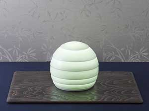 石井康行白磁のテーブルランプ