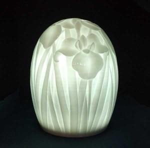 白磁テーブルランプ 花菖蒲